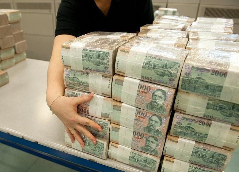 pénz a férgek szemében
