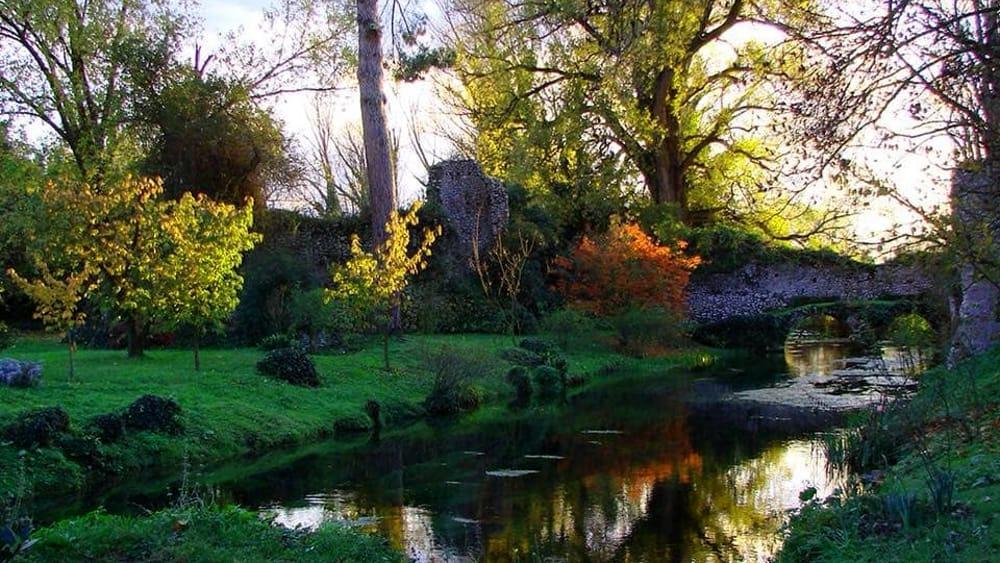 Giardini di Ninfa - Giardino di Ninfa, Cisterna di Latina fényképe